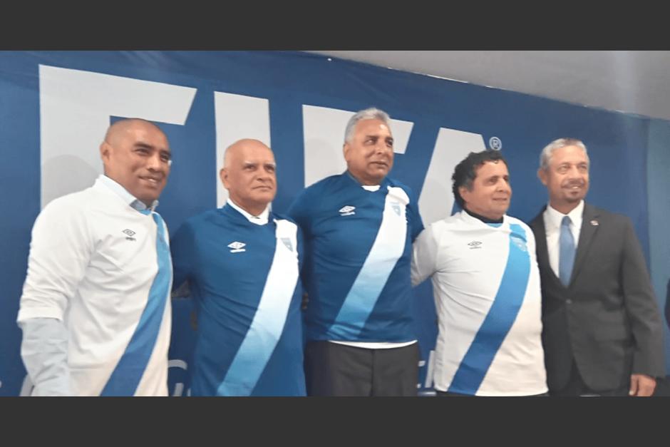 Juan Carlos Plata, Walter Claverí, David Gardiner, Rogelio Flores y Víctor H. Monzón formaban el cuerpo técnico de la Sele. (Foto: Soy502)