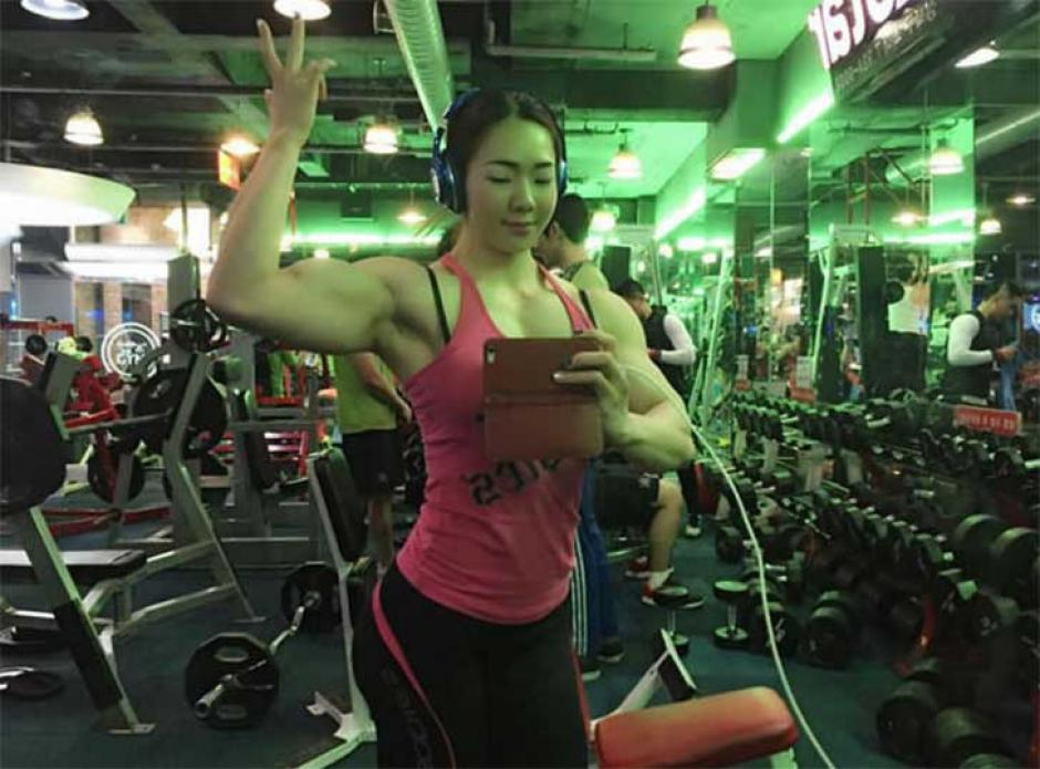 Las mujeres muy tonificadas llaman la atención, pero esta asiática se ha rrobado el corazón de los internautas. (Foto: www.elheraldo.hn)