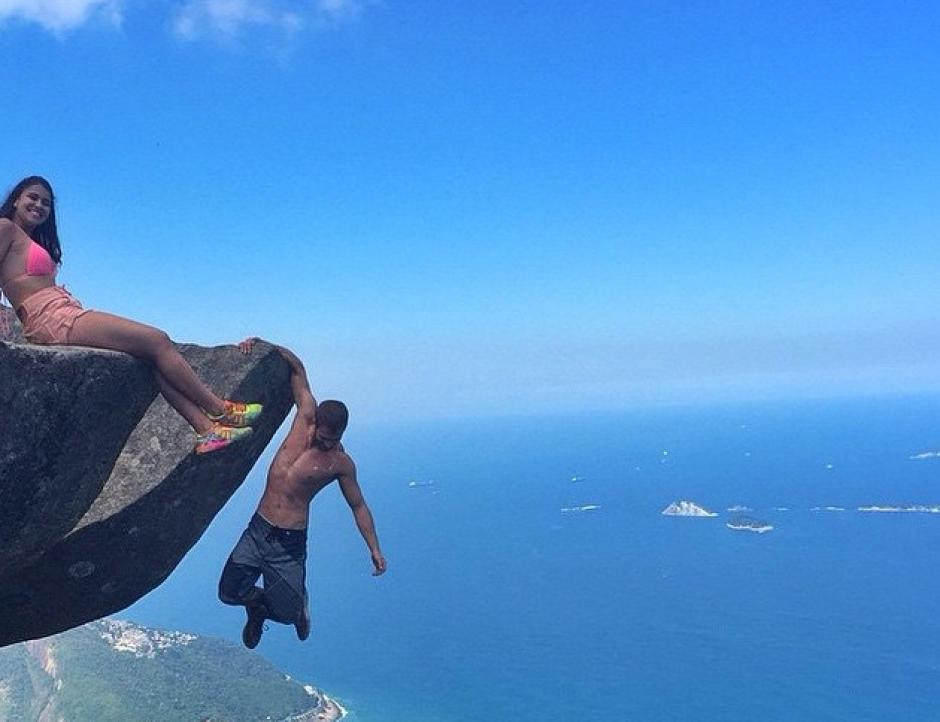 A más de 80 metros de altura, esta pareja les gusta el límite. (Foto: Instagram)