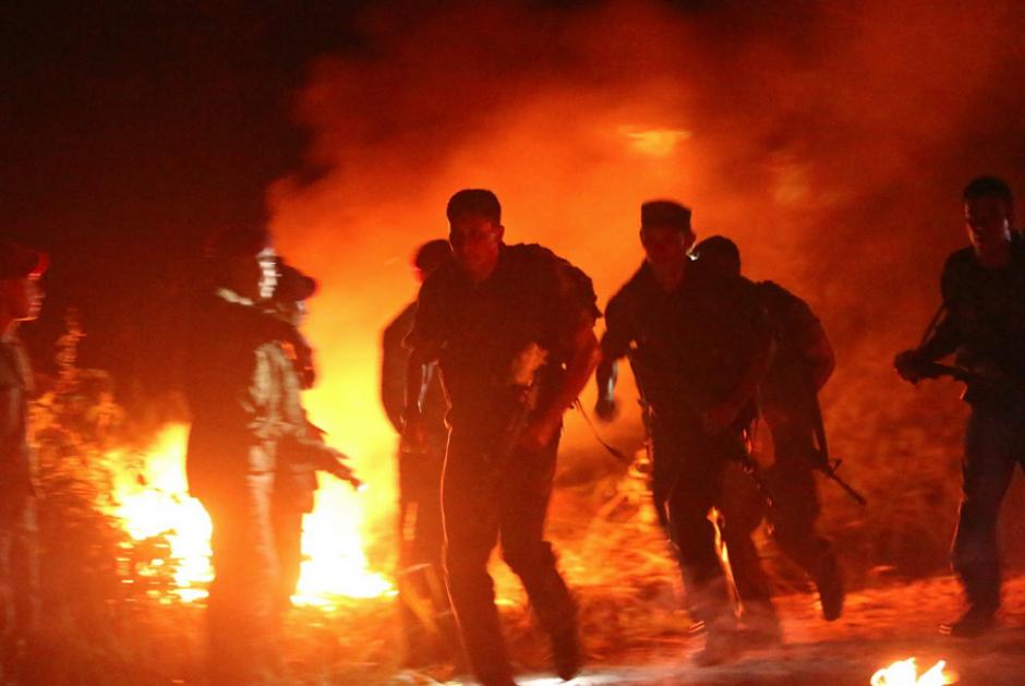 Competidores durante otra de las pruebas nocturnas: marcha forzada. (Foto:SOCSOUTH)