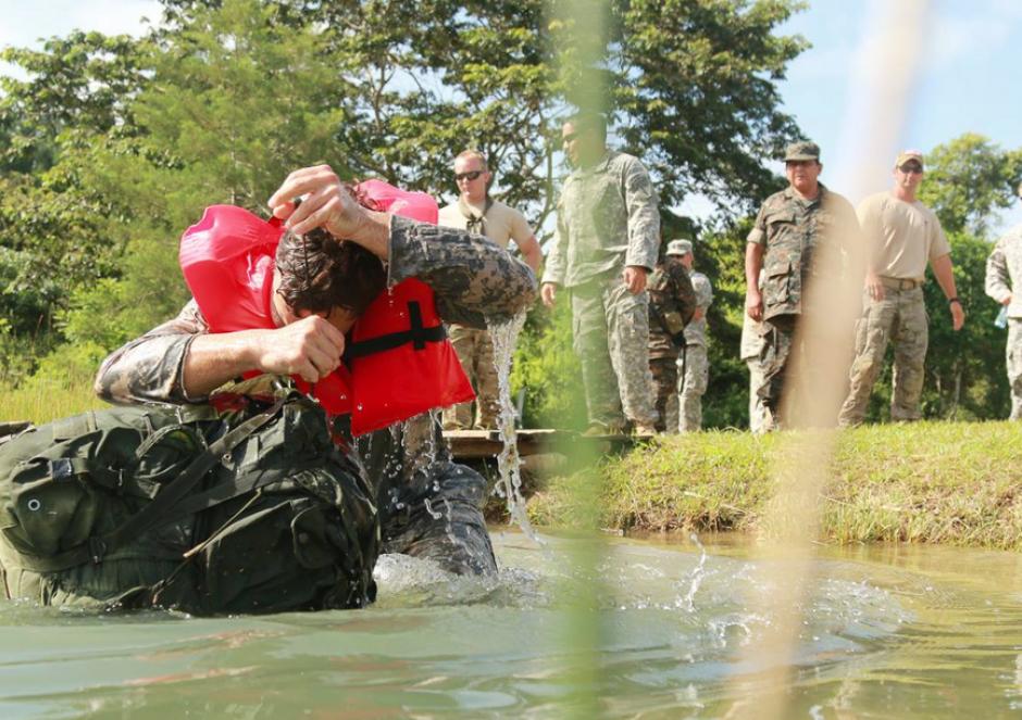 El evento de agua también supuso un reto para los participantes. En la imagen el equipo de EE.UU. en plena actividad. (Foto:SOCSOUTH)