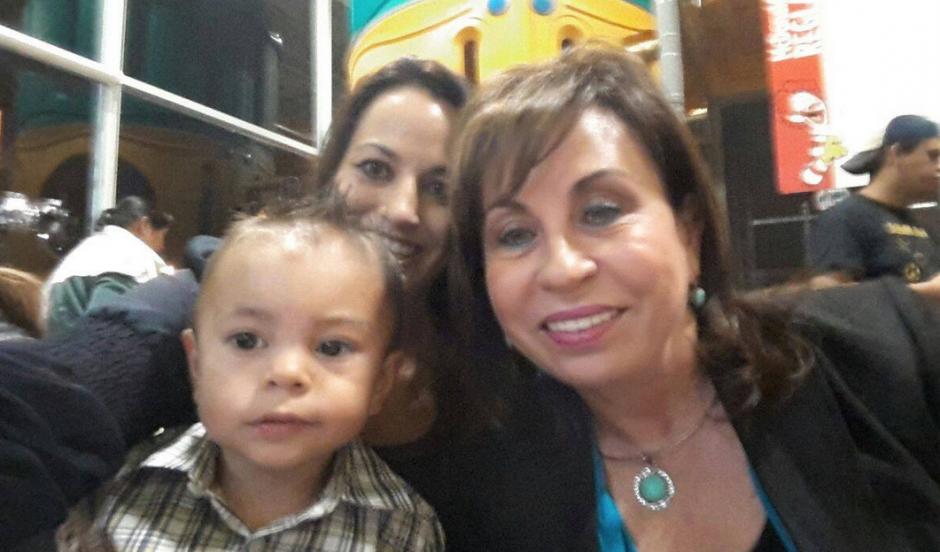 Nadia De León, hija de la candidata, será una de las nuevas diputadas al Parlacén por la UNE. (Foto: Facebook)