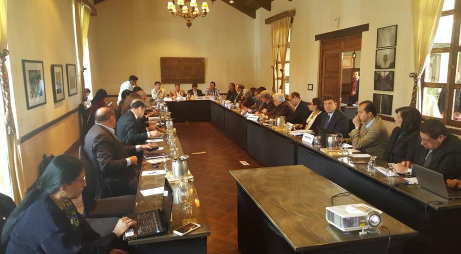 La comisión de Finanzas y Moneda decidió, según el ministro, que la reunión fuera en un hotel de la Antigua. (Foto: Minfin)