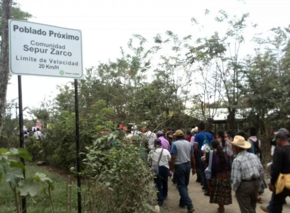 En el marco del día de la dignidad de las víctimas del conflicto armado, pobladores realizaron una marcha hasta el lugar del destacamento. (Foto: MTM)