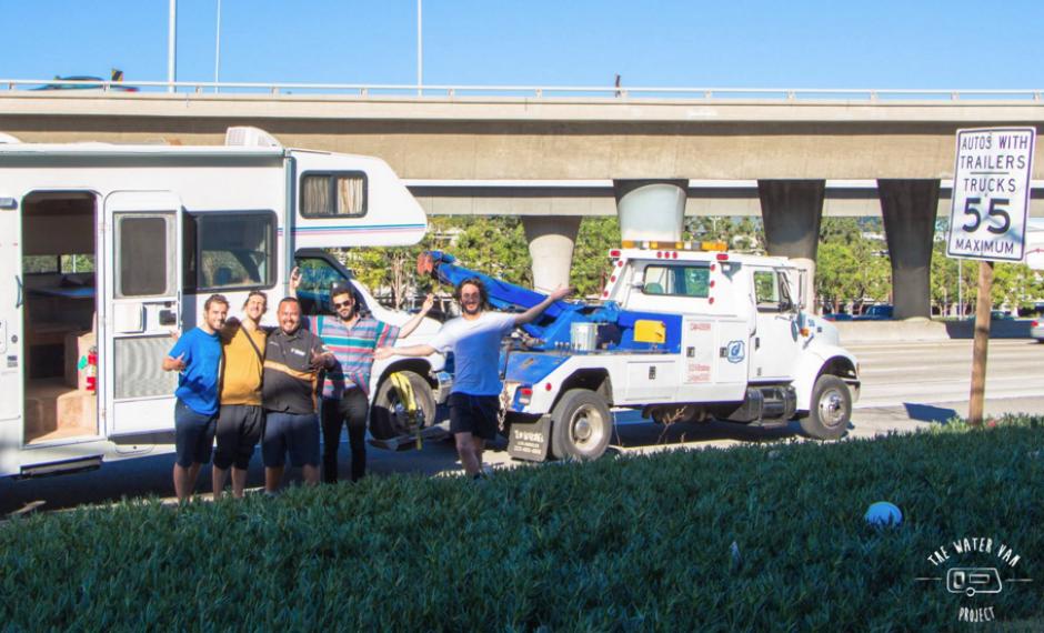 Partieron desde San Diego, EE.UU. y su primera parada solidaria será Chiapas. (Foto: The Van Project)