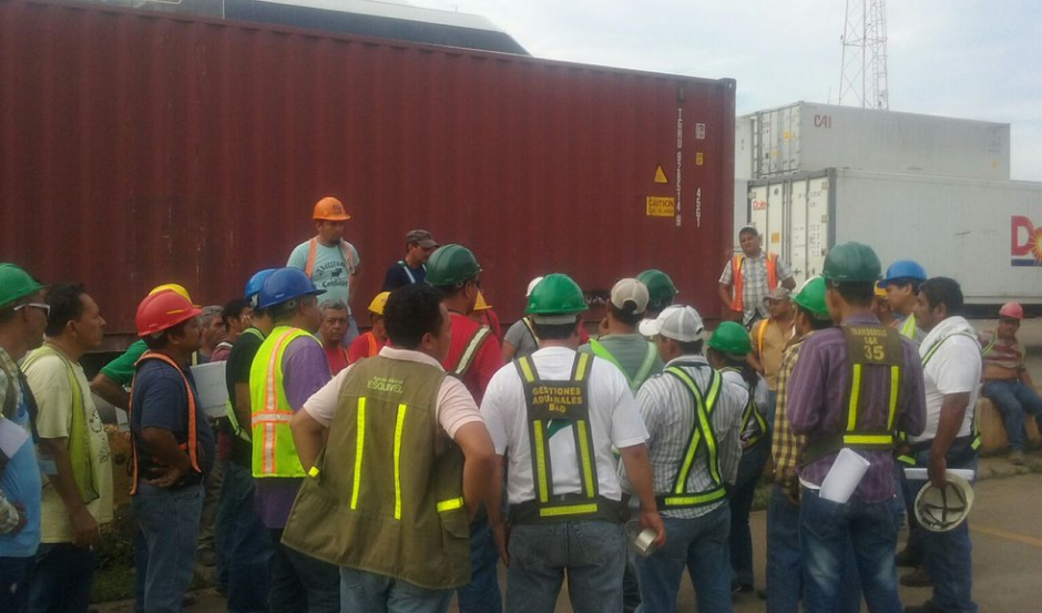"""Los usuarios del puerto protestan ante """"la falta de equipo y anarquía laboral"""". (Foto: Coexport)"""