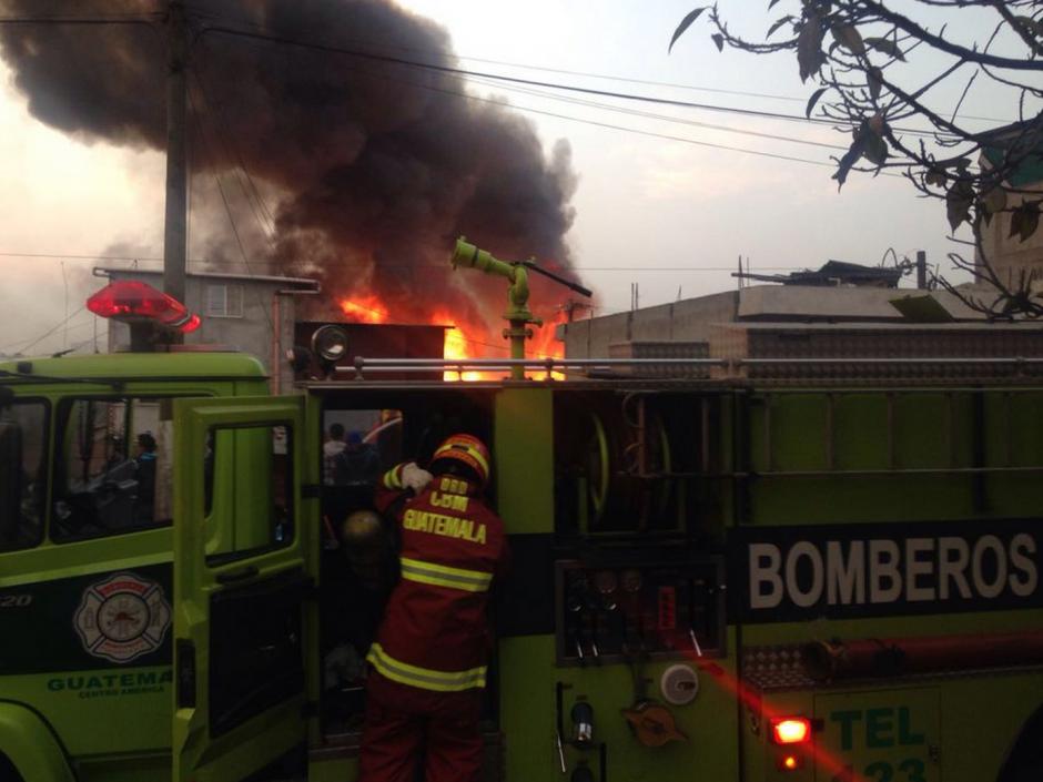 Los Bomberos ya están en el lugar, atendiendo la emergencia (Foto: Bomberos Municipales)