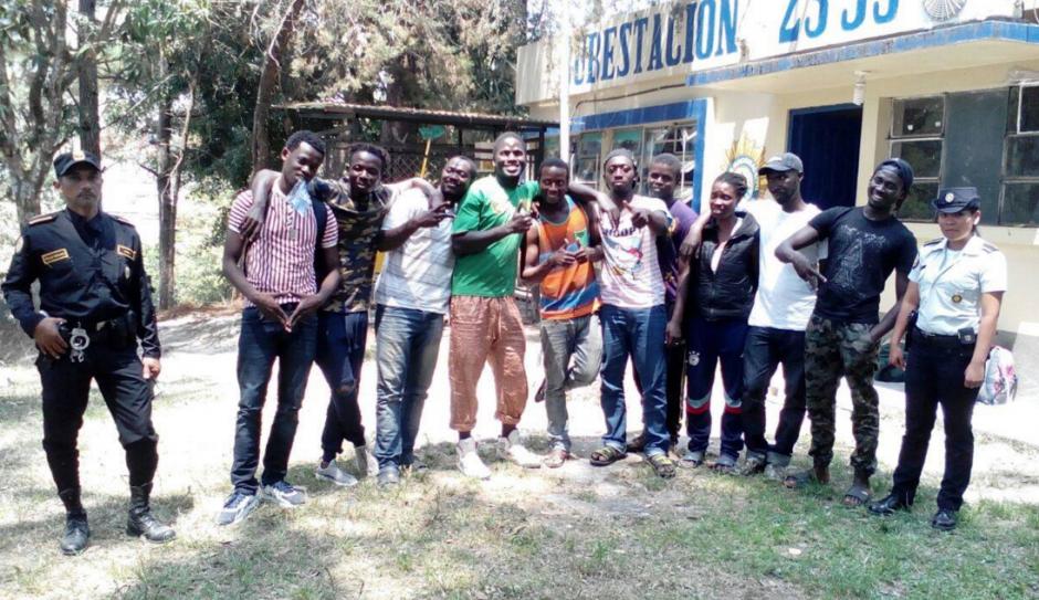 Los africanos detenidos procedían de Senegal, Gambia y Ghana. (Foto: PNC)