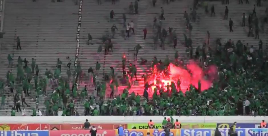 La pelea comenzó entre aficionados de Raja Casablanca después de que su equipo ganará. (Foto: Youtube)
