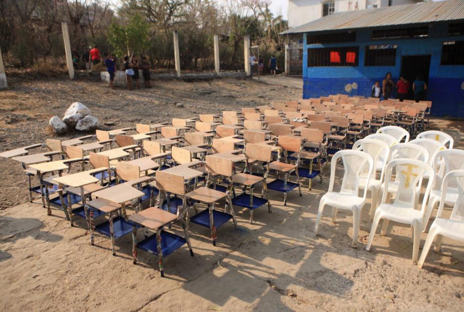 La entrega se hizo en la Escuela Oficial Mixta San José Buena Vista. (Foto: Gobierno)