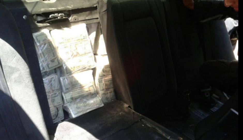 Los paquetes se escondieron en un compartimento del asiento trasero. (Foto: MP)
