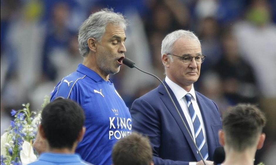 Andrea Bocelli fue el invitado de lujo en la celebración de Leicester. (Foto: AFP)