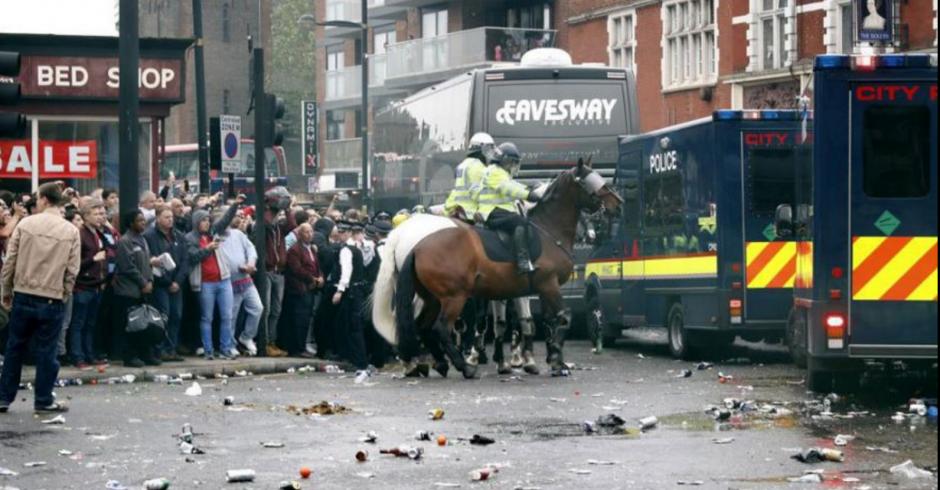 La afición del West Ham es una de las más violentas de Inglaterra. (Foto: Twitter)
