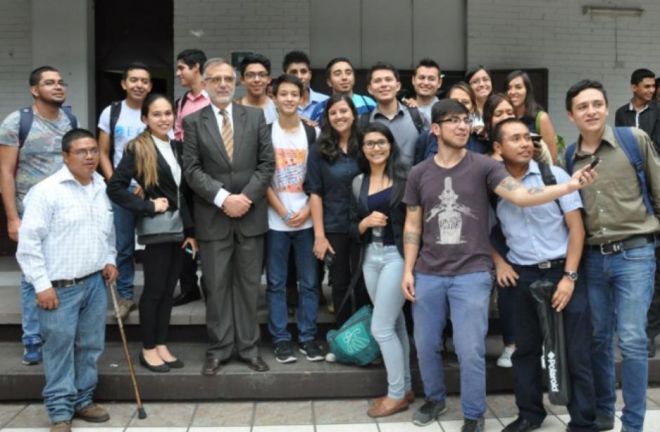 El comisionado alentó a los jóvenes a participar en los asuntos públicos.(Foto: CICIG)