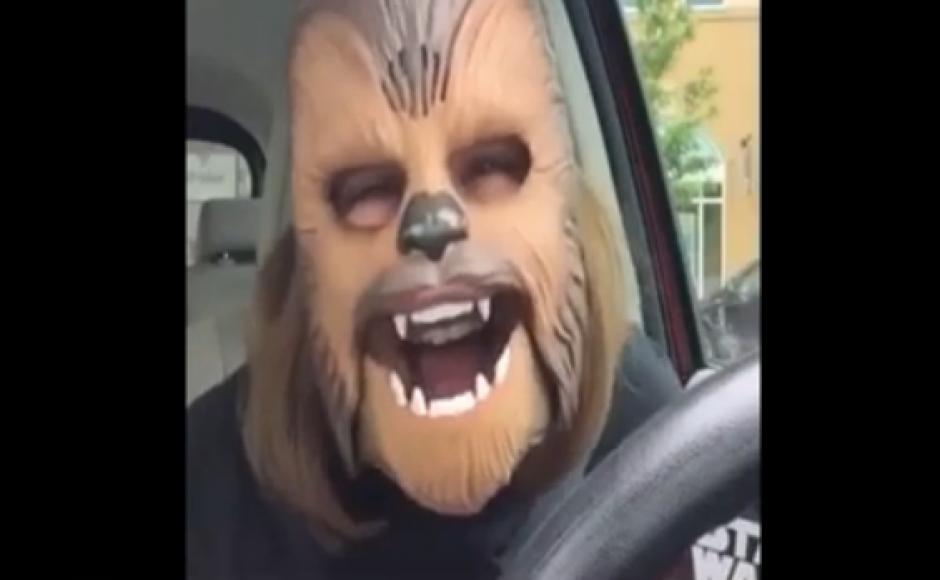 La máscara imita el sonido del personaje de Star Wars. (Fuente: El País)