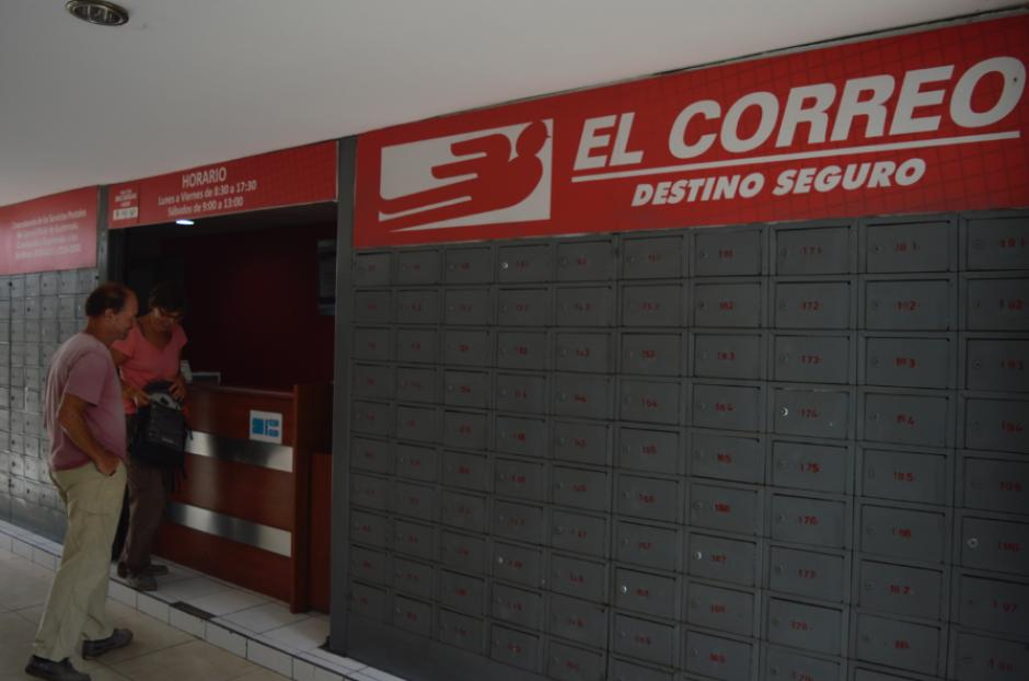 Los usuarios pudieron acercarse a las agencias que reabrieron sus puertas. (Foto: Camila Chicas/Soy502)