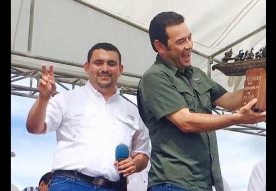 El nuevo viceministro tiene varias fotos con el presidente Morales durante la campaña electoral. (Foto: Facebook)