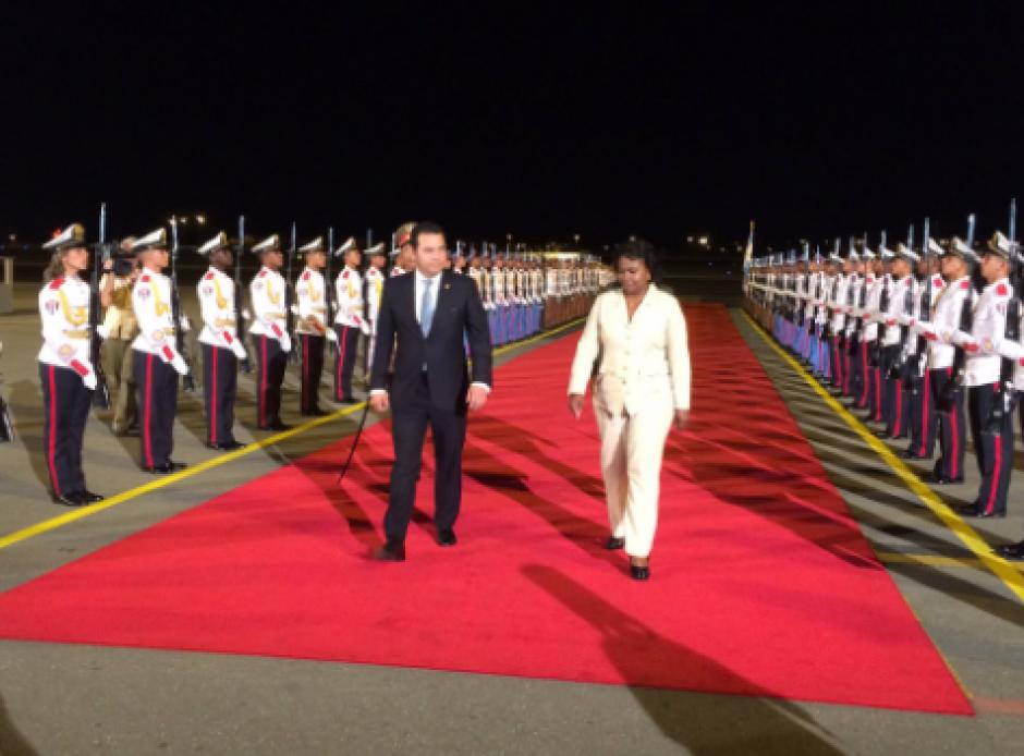 En su llegada al aeropuerto, Morales citó a José Martí, héroe nacional cubano. (Foto: Minex)