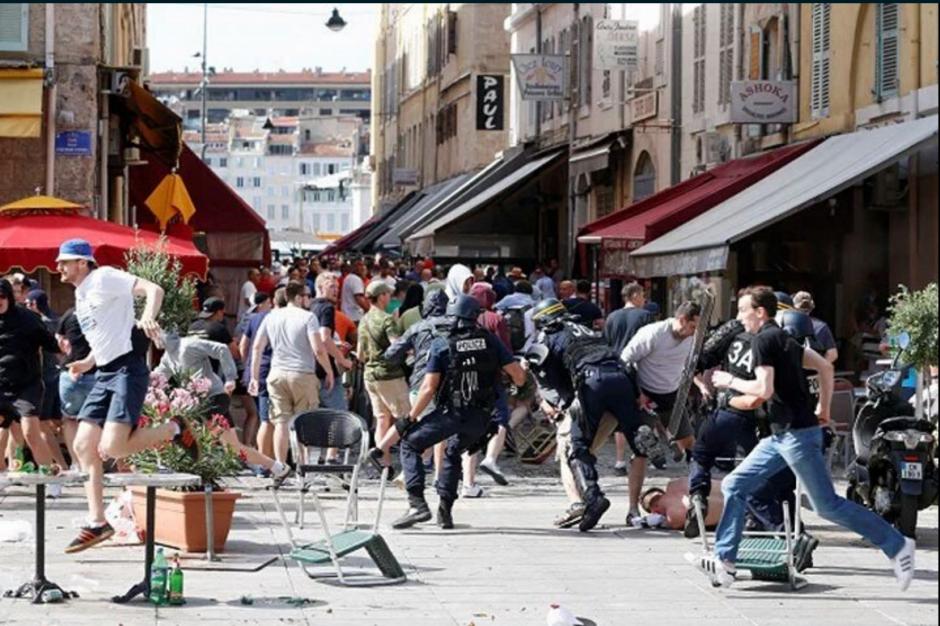 Al menos seis heridos y cinco detenidos en los disturbios de este sábado. (Foto: Twitter)
