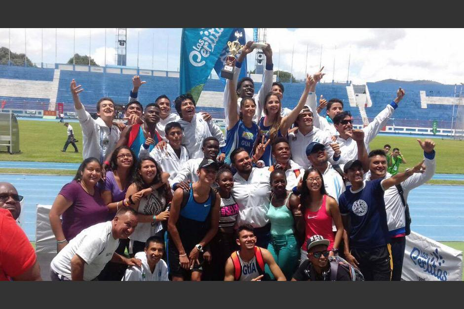Parte de la delegación guatemalteca que brilló en el Centroamericano de Atletismo. (Foto: Federación Nacional de Atletismo)