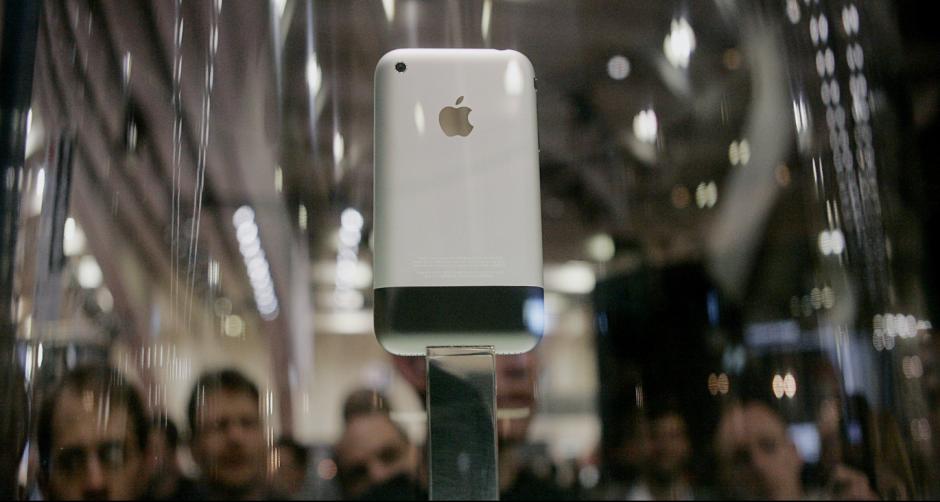 Los primeros Iphone que salieron al mercado. (Foto: Twitter)