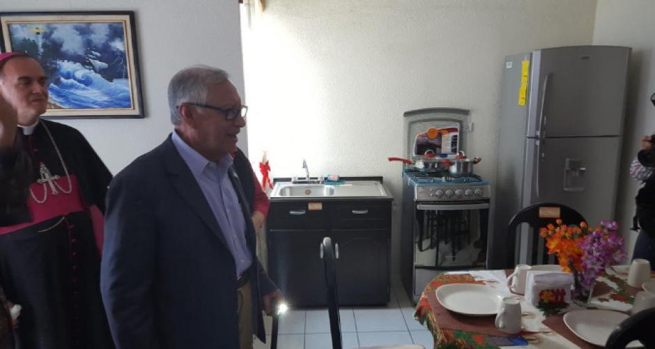 En víspera de Navidad, Maldonado visitó la casa piloto y entregó llaves simbólicas. (Foto: Archivo/Soy502)