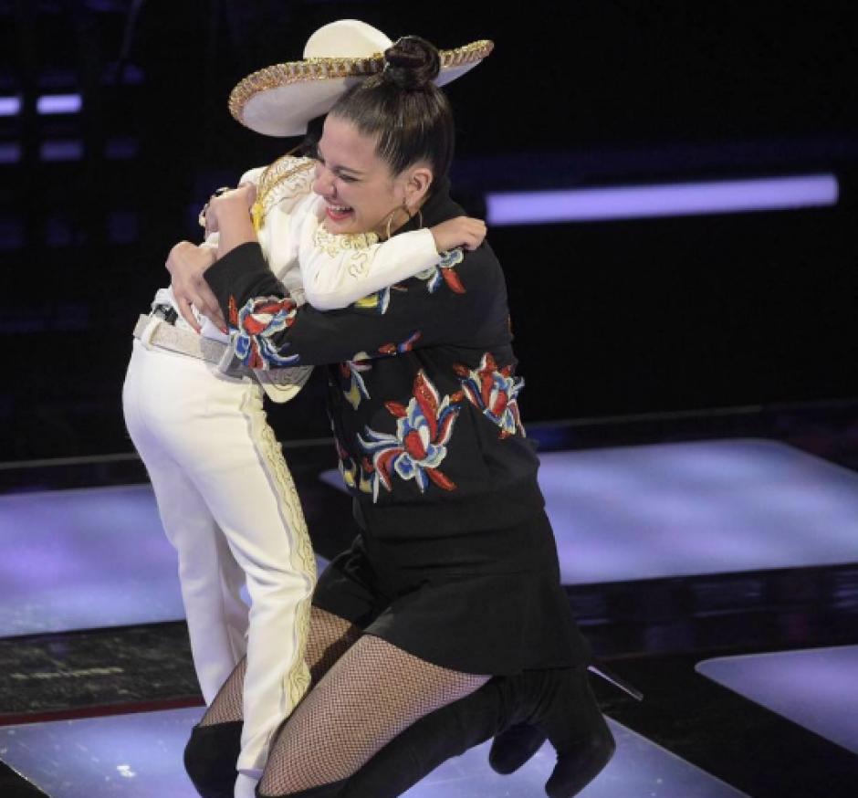 El pequeño eligió a la cantante española Natalia Jiménez. (Foto: Telemundo)