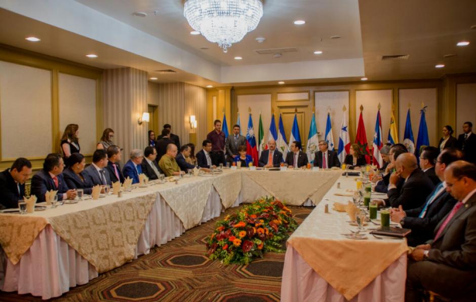Previo al foro, las instituciones mantuvieron una reunión. (Foto: FAO)