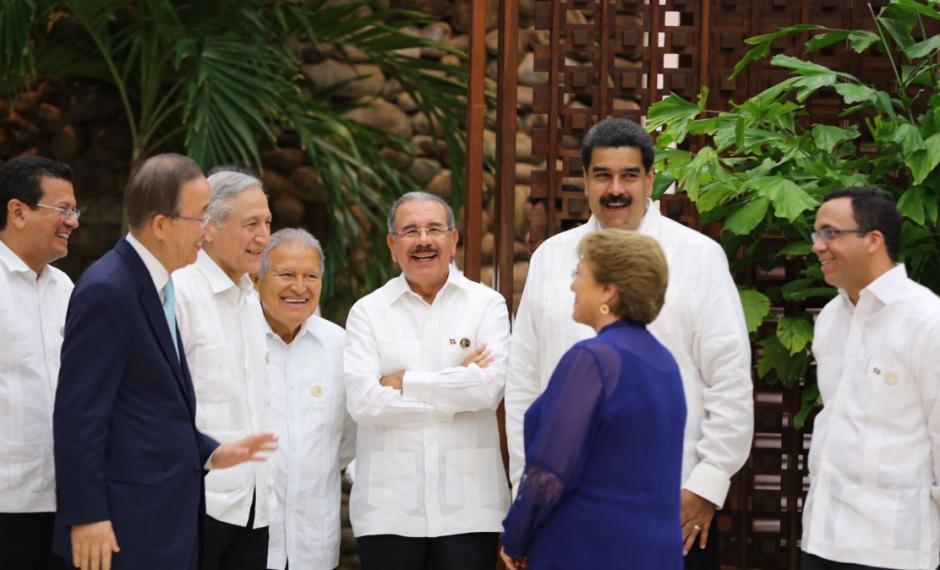 Diferentes mandatarios de Latinoamérica conversan con el Secretario General de la ONU, Ban Ki-Moon. (Foto: EFE)