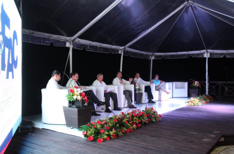 Lo dijo durante la participación de un foro económico en el marco de la cumbre. (Foto: Presidencia)