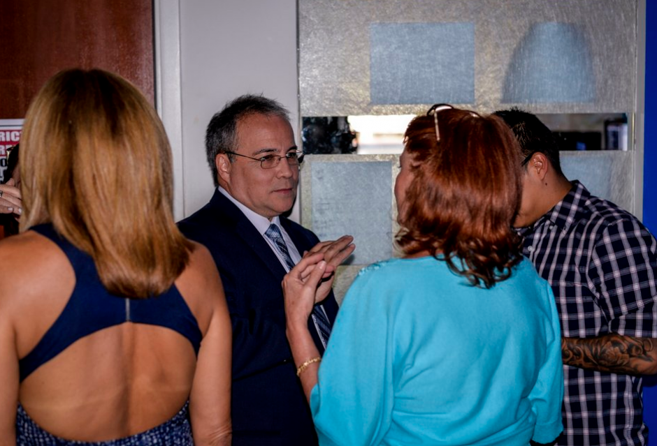 En su lugar llega Camilo Egaña, quien conducía el programa Encuentros en el mismo canal. (Foto: Twitter)