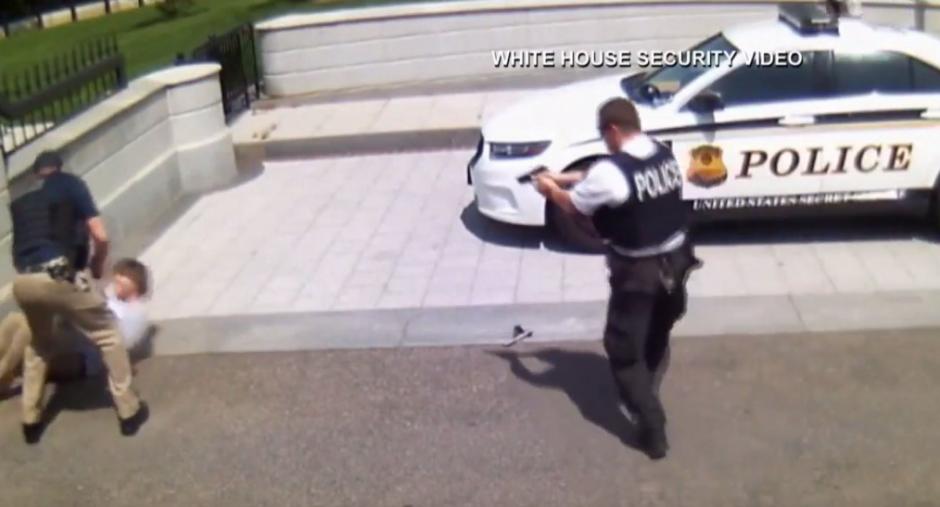 Una vez herido fueron capaces de capturarlo y presentar sus cargos. (Foto: Youtube)