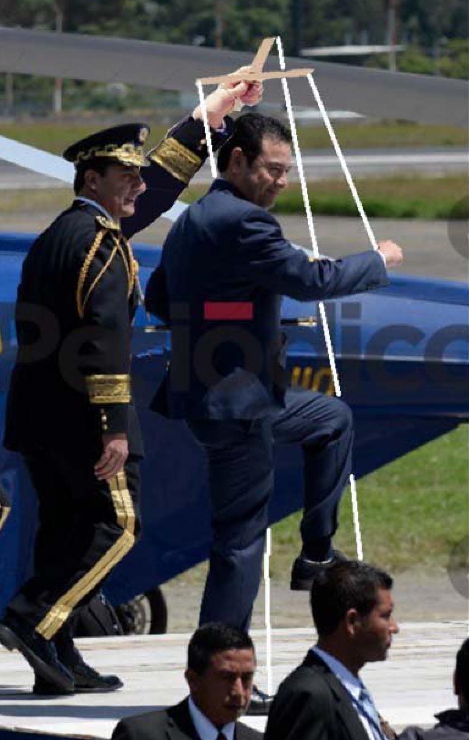 Algunos aprovecharon para cuestionar que los militares manejan la figura presidencial. (Foto: Twitter)