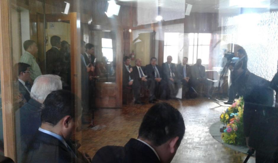 El gabinete de ministros completo le acompañó en su conversatorio. (Foto: Gobierno)