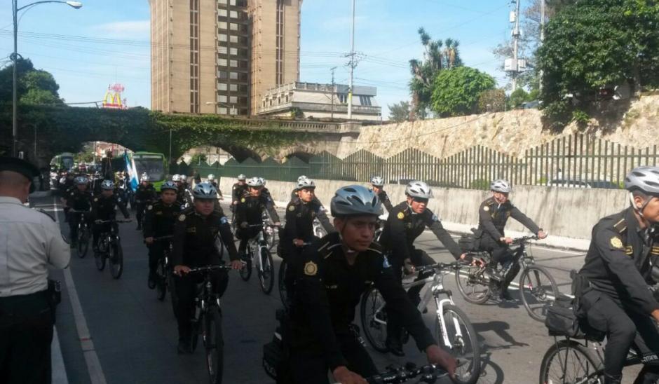 Las nuevas unidades de bicipatrullaje también desfilaron. (Foto: Mingob)