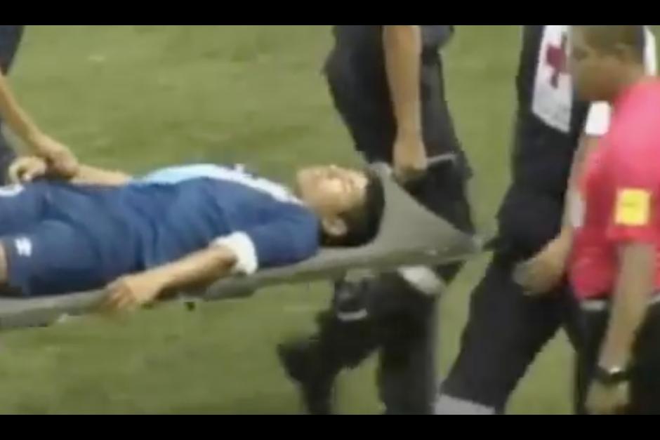 El goleador nacional fue trasladado a un hospital. (Imagen: Captura de pantalla)