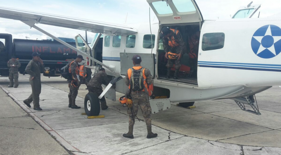 La ayuda humanitaria se desplazó hasta la zona de riesgo. (Foto: Ejército)
