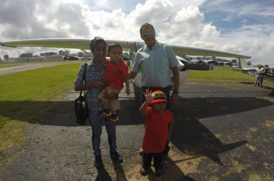 El piloto Luis tranquilizó a los pasajeros. (Foto: Roberto Caubilla/Soy502)
