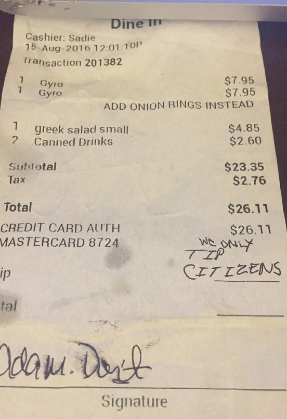 Los clientes le dejaron un comentario racista en su factura. (Foto: Huffington Post)