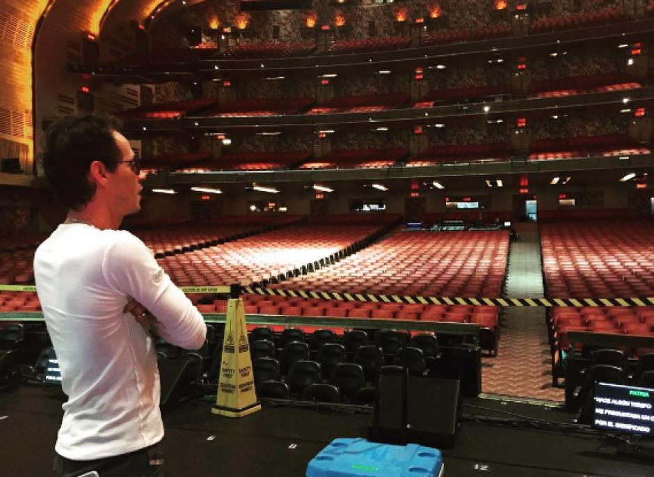 El cantante debutó en el teatro Radio City Hall de Nueva York. (Foto: Instagram)