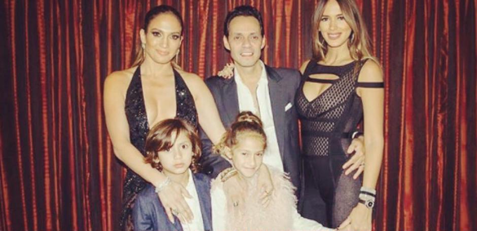 La foto con toda su familia demuestra la buena relación que existe entre la expareja. (Foto: Instagram)