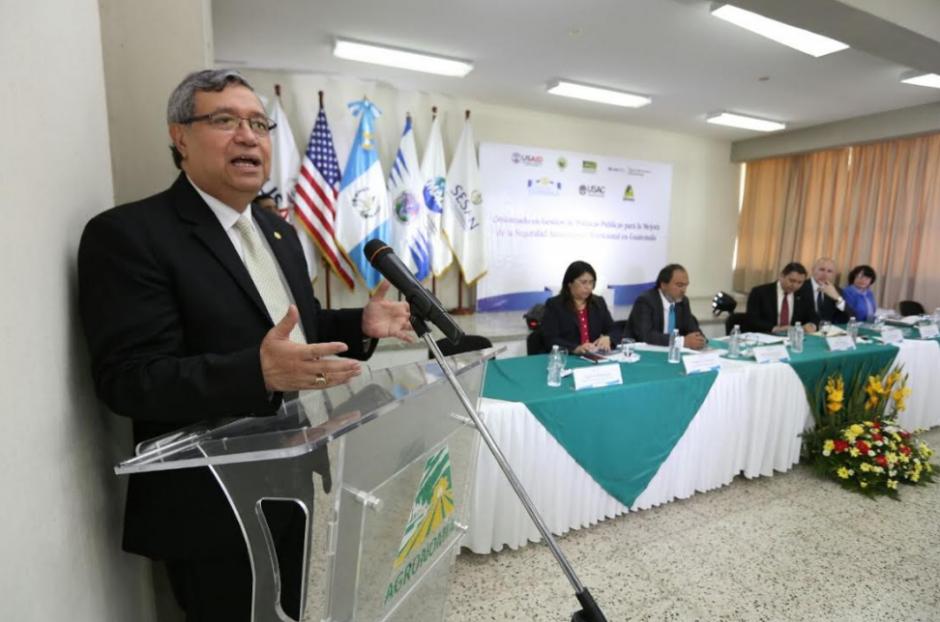 Vicepresidente Cabrera justificó los nombramientos de sus familiares en el cuerpo diplomático. (Foto: AGN)