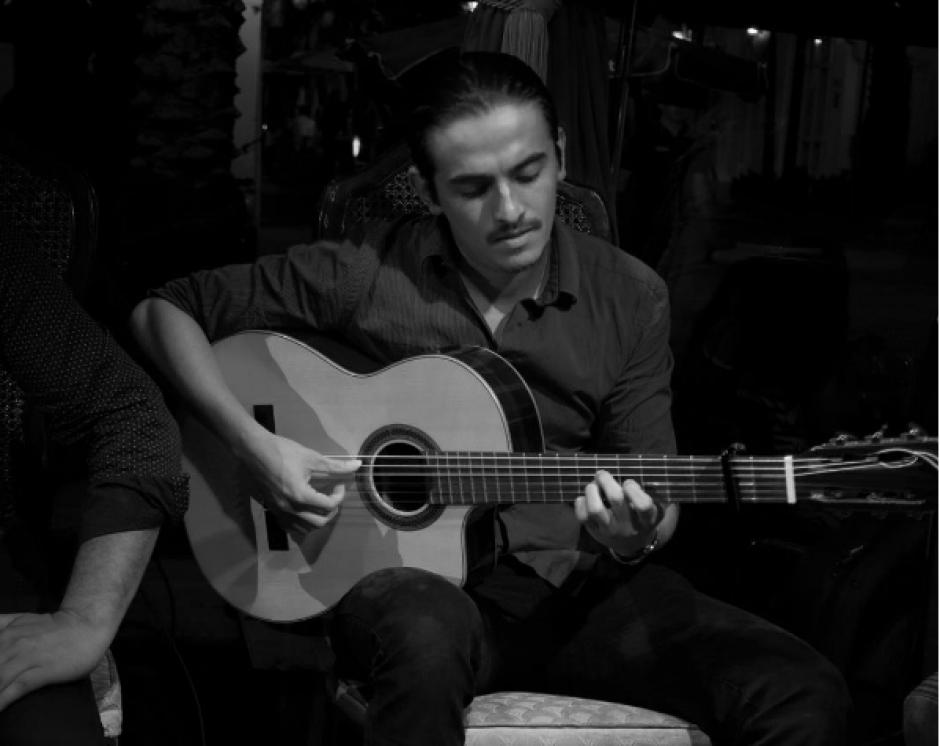 El joven no se ve sin una guitarra. (Foto: Rodrigo Valdez)