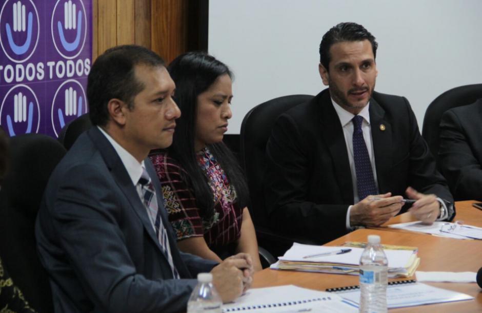 El Ministro de Gobernación asistió a la citación de la bancada Todos. (Foto: Mingob)