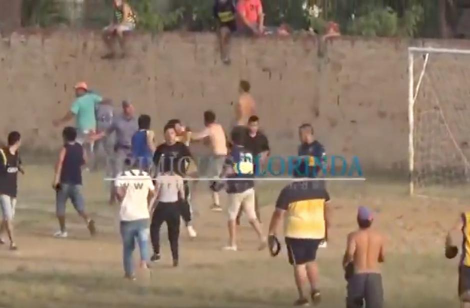 Invasión de cancha y violencia en el balompié argentino. (Foto: portal Primicias Clorinda)