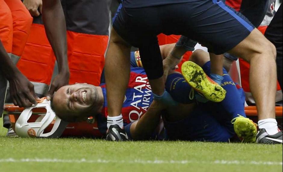 Iniesta sufrió una dura entrada en el juego ante Valencia. (Foto: Captura de imagen)