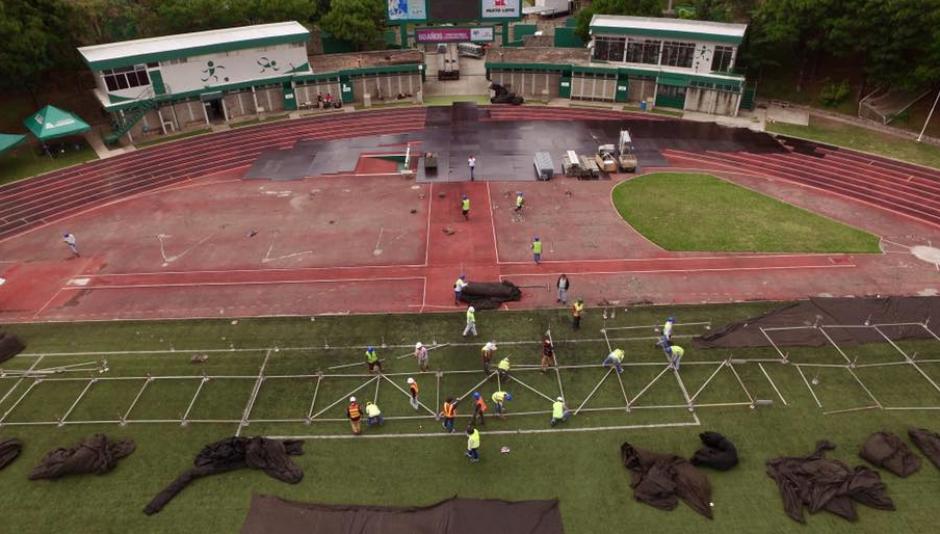 Ya han comenzado los trabajos en el Estadio Cementos Progreso. (Foto: Facebook)