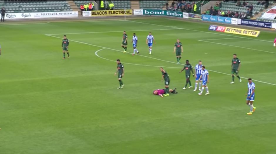 En lugar del central ingresó el cuarto árbitro. (Foto: Twitter)