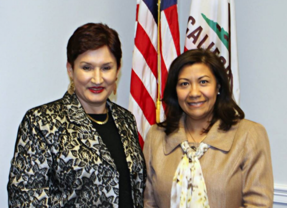 Imagen junto a la Fiscal General en uno de sus viajes a EE.UU. (Foto: Facebook)