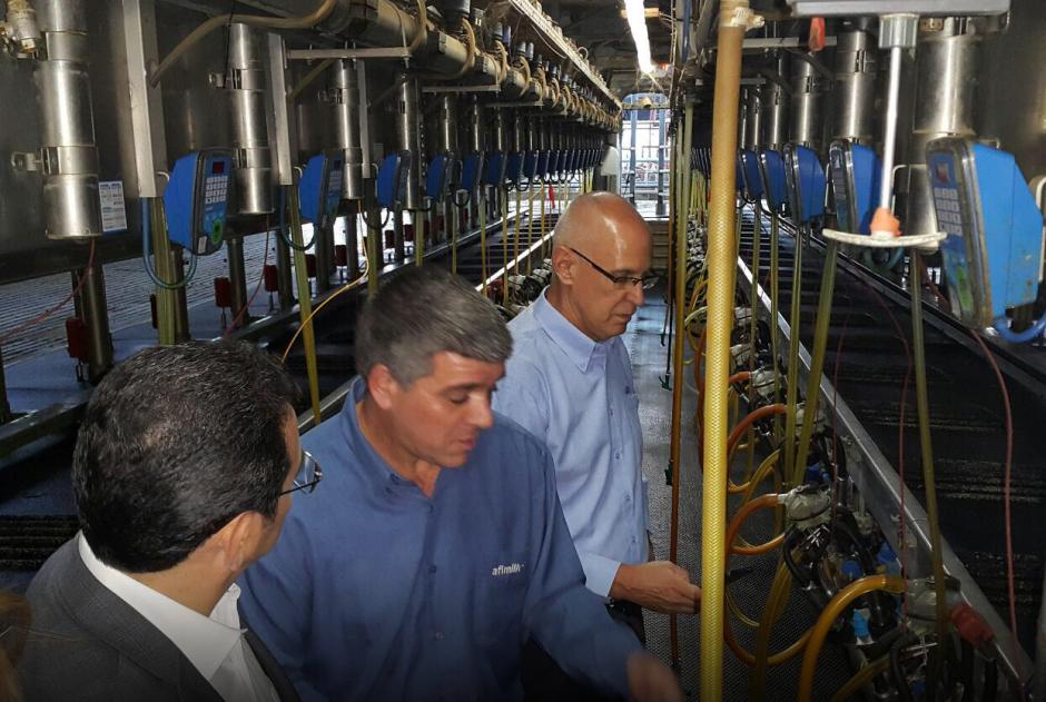 Morales también visitó la empresa nacional de agua. (Foto: Gobierno)